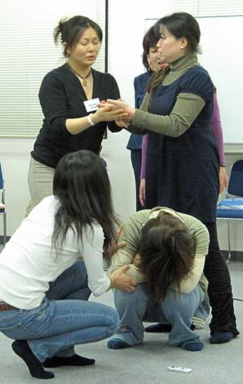 Japan-2009-student-role-playing-crop